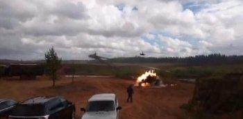 На учениях «Запад-2017» вертолёт попал ракетами по зрителям, два человека ранены (ВИДЕО)