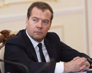 Медведев запретил чиновникам покупать иномарки
