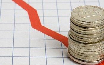 Официальный курс рубля достиг исторического минимума с 1998 года