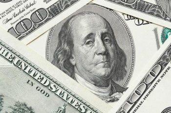 Доллар впервые за полгода опустился ниже 65 рублей