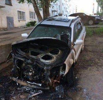 После открытия штаба Навального в Кирове его координатору подожгли машину (ФОТО)