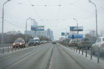 В центре Екатеринбурга из-за закрытия Макаровского моста появились девятибалльные пробки
