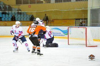 ХК «Спутник» провёл первую игру под руководством нового тренера