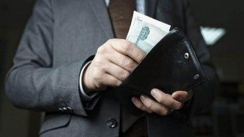 В правительстве опровергли повышение зарплат чиновникам на 38%
