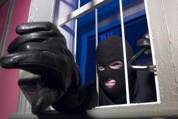 Владельцы магазинов заявили о серии ночных краж на Красном Камне