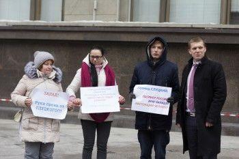 Участники пикета в поддержку Слуцкого оказались сотрудниками ЛДПР
