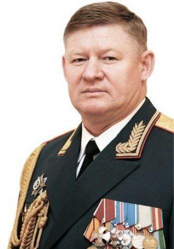 СМИ: Сердюков назначен командующим ВДВ