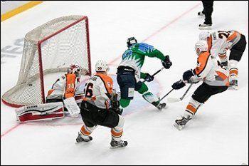 «Спутник» проиграл в первом матче плей-офф