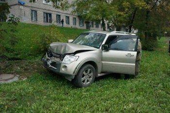 В Нижнем Тагиле водитель попытался скрыться после столкновения с маршруткой (ФОТО)