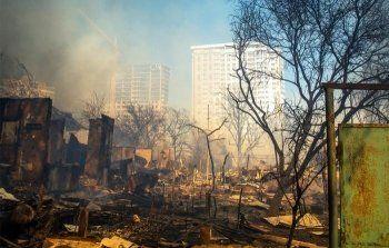 МЧС сообщило о первом погибшем в результате пожара в Ростове-на-Дону