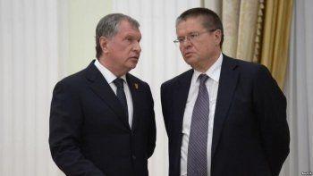 Прокуратура: Улюкаев утверждал, что получил от Сечина вино