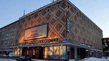 В театре Армена Джигарханяна проходят обыски