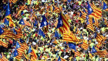 Парламент Каталонии проголосовал за независимость от Испании. Сенат Испании выступил за прямое управление регионом