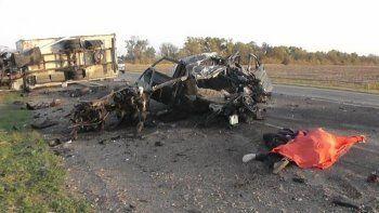 Грузовик из Свердловской области стал участником страшного ДТП под Нижним Новгородом – погибла семья из пяти человек (ФОТО)