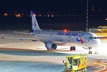 Самолёт Екатеринбург – Анталья вернулся в Кольцово из-за птицы в двигателе. В аэропорту на восемь часов застряли и жители Нижнего Тагила