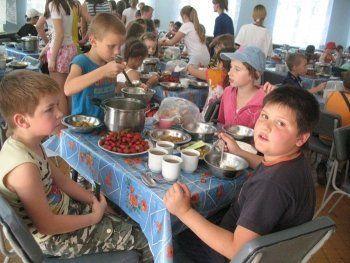 Кормить детей в загородных лагерях Нижнего Тагила будет скандально известная фирма из Новокузнецка