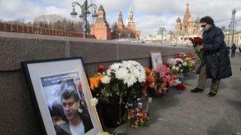 На Большом Москворецком мосту зачистили мемориал Немцова