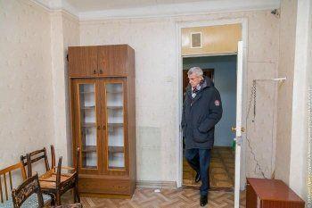 «Вы братскую могилу хотите устроить?» Депутаты Нижнего Тагила отказались переселять чиновников в гостиницу «Северный Урал»