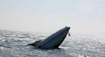 На городском пруду Нижнего Тагила перевернулся катер, на котором были женщины и дети (ВИДЕО, ФОТО)