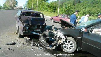 В Нижнем Тагиле в лобовом столкновении сошлись Renault и ВАЗ (ФОТО)