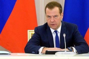 Медведев развернул кампанию по повышению рождаемости