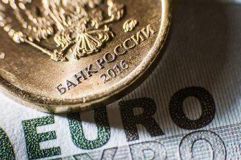Биржевой курс евро впервые за полгода превысил 66 рублей