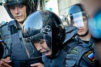 Безработный шахматист заплатит 100 тысяч рублей за удар бойца Росгвардии на митинге 12 июня