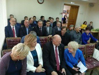 Избирком Нижнего Тагила вручил избранным депутатам удостоверения
