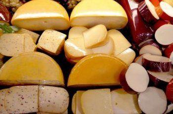 В Белгороде начали давить катком 10 тонн санкционного сыра