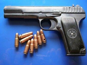 Террорист или просто ценитель оружия?
