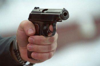 Стрелявший в полицейских мужчина накануне убил женщину