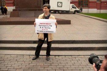 В России прошли «прогулки свободных людей» с лентами «5.11.17». Кто они такие и что это значит?
