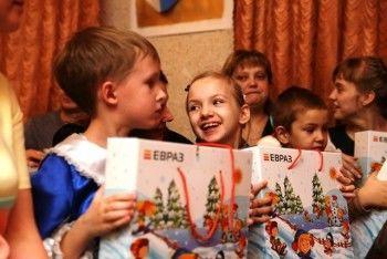 ЕВРАЗ подготовил подарки для детдомовцев и детей-инвалидов Нижнего Тагила