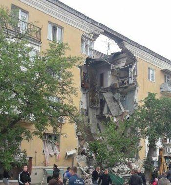В Волгограде при взрыве бытового газа обрушился подъезд жилого дома. Есть погибшие