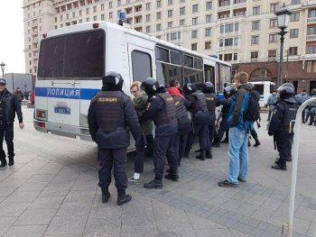 У главы штаба Навального во Владивостоке провели обыск с ОМОНом