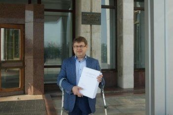 Лидер свердловских «пенсионеров» сдал документы для участия в губернаторских выборах