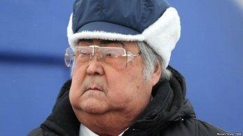 Аман Тулеев вернулся на пост губернатора в инвалидной коляске