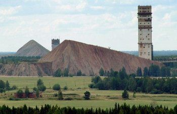 Один человек погиб при обрушении горной породы в шахте в Свердловской области