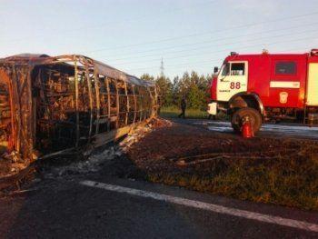 В столкновении пассажирского автобуса и бензовоза в Татарстане погибли 13 человек (ВИДЕО)