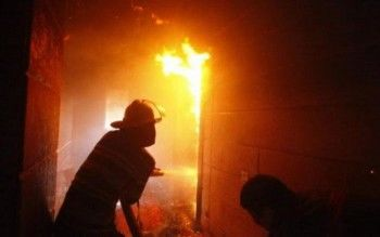 В Нижнем Тагиле пожарные обнаружили в сгоревшей квартире труп мужчины со следами насилия