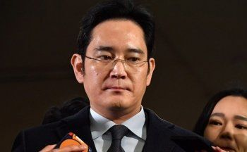 Суд Южной Кореи выдал ордер на арест главы Samsung Group