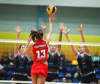 ВК «Уралочка-НТМК» и ХК «Спутник» проиграли очередные матчи в рамках регулярных чемпионатов