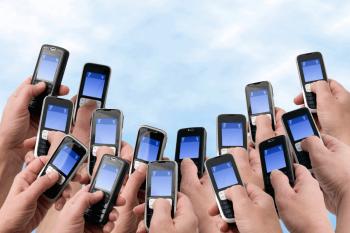 «Известия»: К 2018 году мобильные телефоны полностью заменят банковские карты