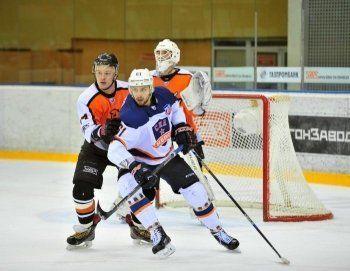 ХК «Спутник» переиграл лидера сезона