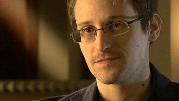 Эдварду Сноудену продлили вид на жительство в России