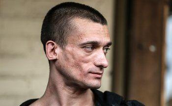 Полиция отказалась завести на Павленского уголовное дело о побоях