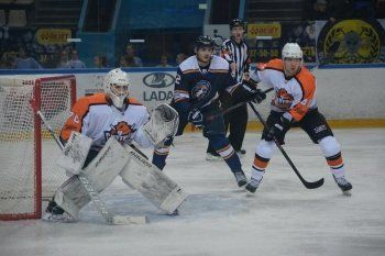 ХК «Спутник» продолжил победную серию и закрепился в зоне плей-офф