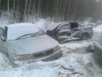 Под Невьянском в массовом ДТП разбились пять автомобилей (ФОТО)