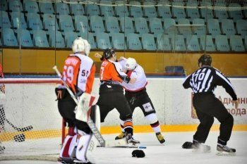 ХК «Спутник» из Нижнего Тагила завершил домашнюю серию победой