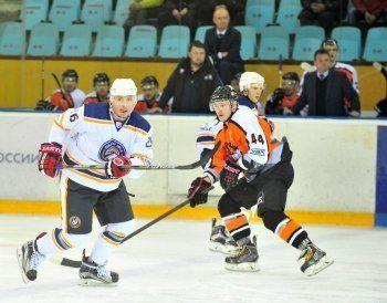 Хоккеисты «Спутника» продолжают победную серию в Нижнем Тагиле